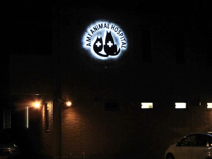 あみ動物病院 LEDバックライト 施工実績3
