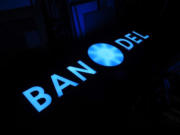 BANDEL 様 LED表面発光 施工実績1