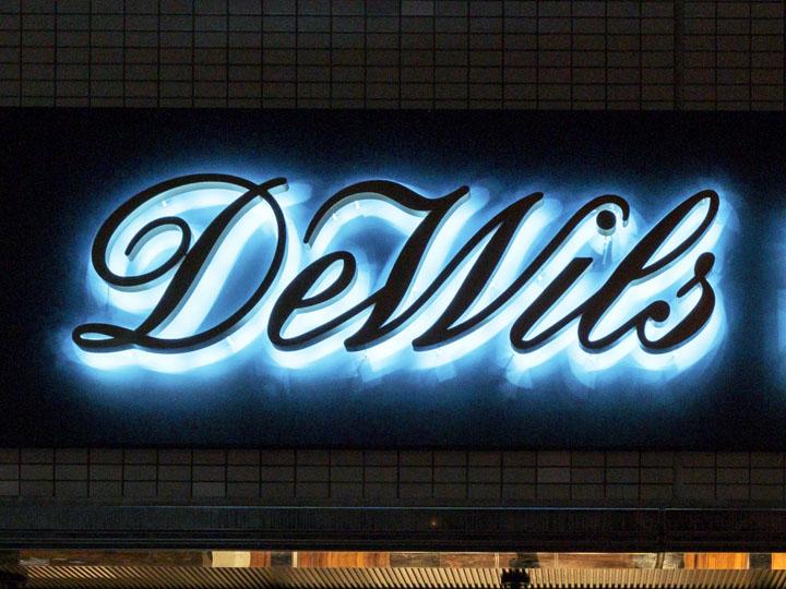 dewils 様 LEDバックライト文字 施工実績9
