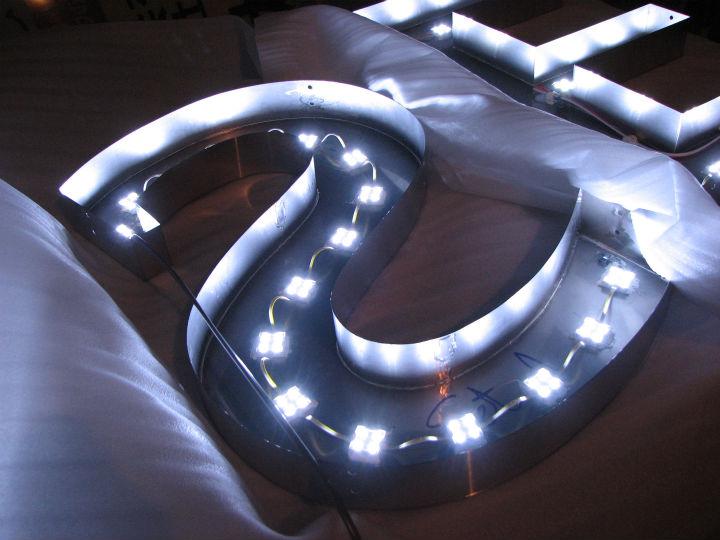 HANABISHI LEDバックライト 施工実績2