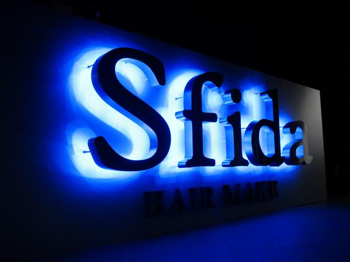 美容室 Sfida 様 LEDバックライト 施工実績1